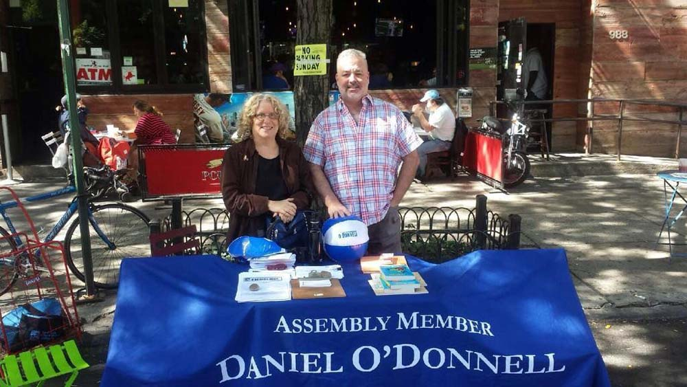 Assembly Member O'Donnell participates in the Columbus Amsterdam BID Family Days.
